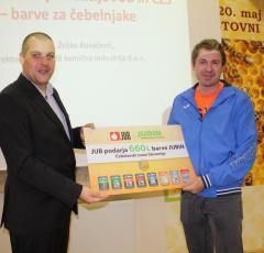 Željko Kovačevič, direktor družbe JUB in Boštjan Noč, predsednik Čebelarske zveze Slovenije ob zaključku akcije JUBINI gredo za med